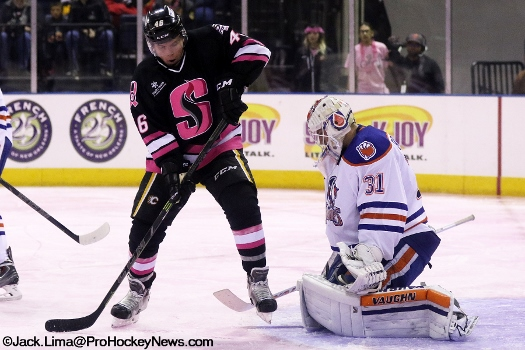Bill Arnold tries to tip the puck past Condors goalie Laurent Brossoit (525x350)